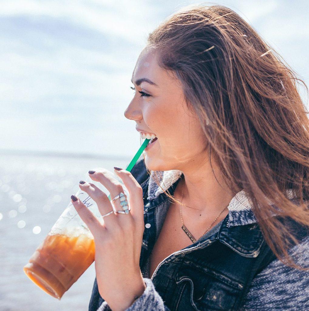 Hábitos saludables para cuidar los dientes en verano